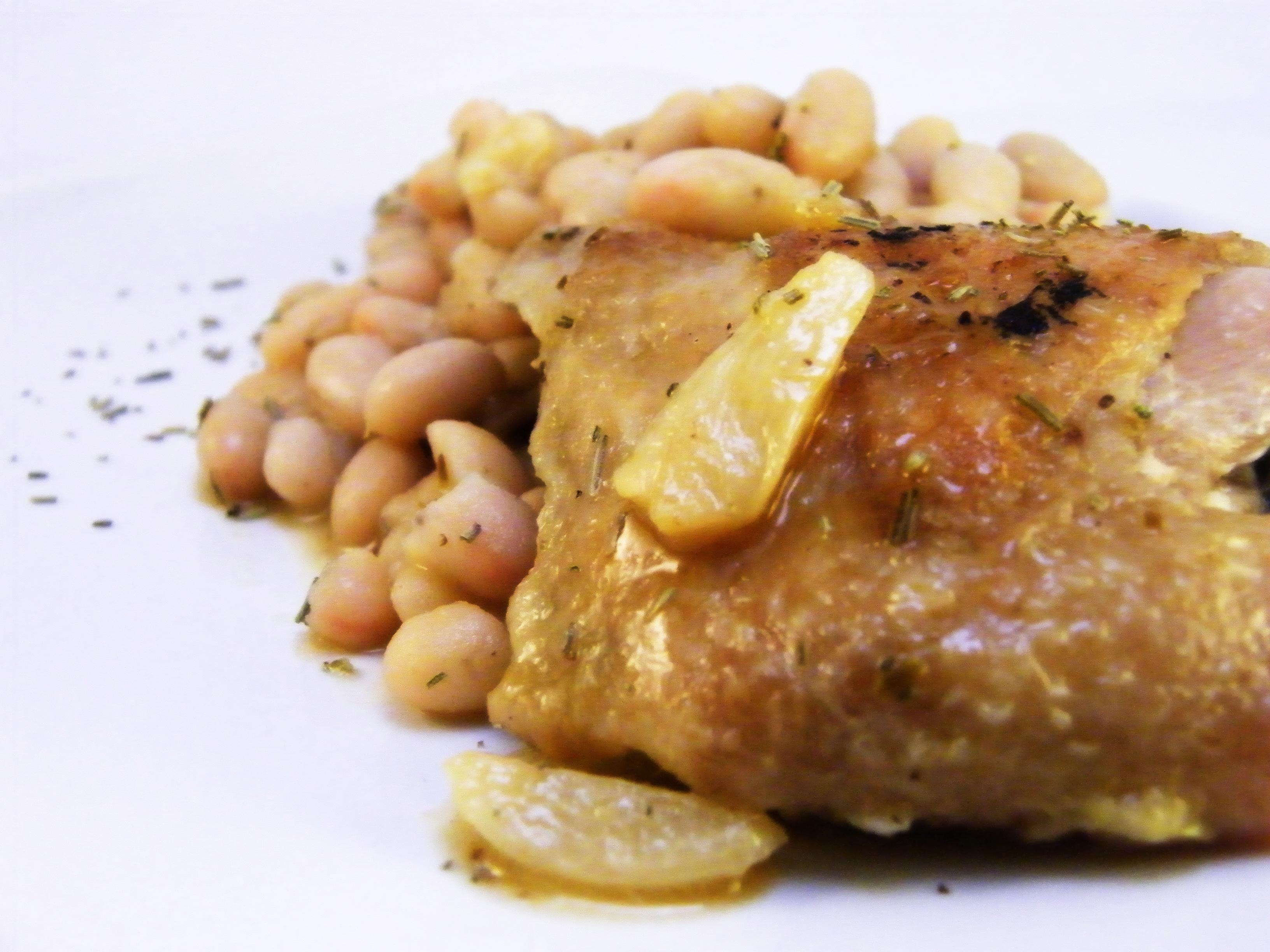 poulet à l'ail et aux haricots blancs