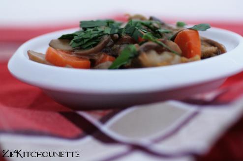 poulet crémeux aux champignons et aux carottes
