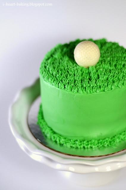 gâteau chocolat sous un golf miniature