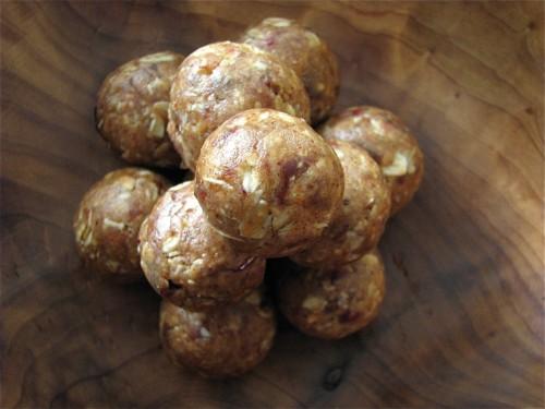 Truffes au beurre de cacahuète et aux dates