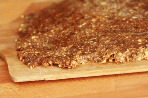 pâte noix et figues sur plan de travail