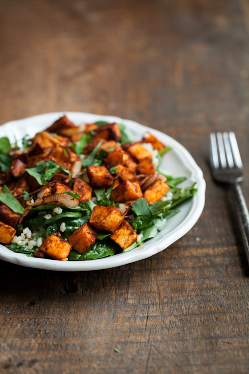 salade d'épinards et de patates douces grillées