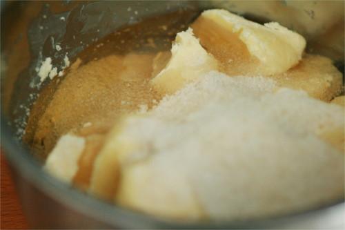 mélange sucre, beurre, miel