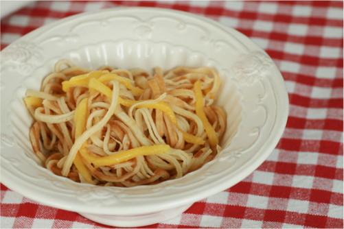 mangue et crêpes en spaghettis