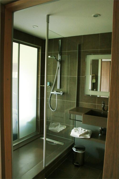 douche de l'hôtel novotel