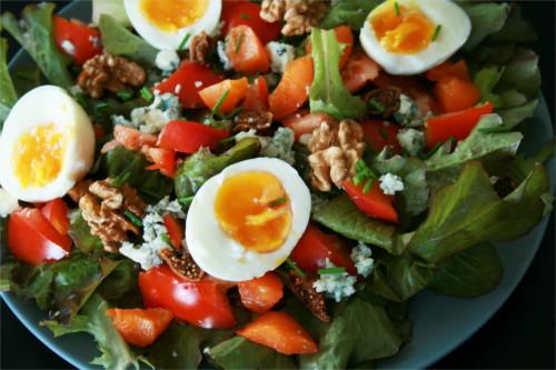 salade d'été abricot, figue et roquefort noix