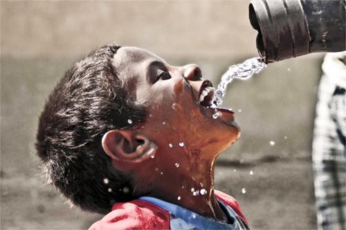 """Résultat de recherche d'images pour """"une enfant qui boit de l eau"""""""