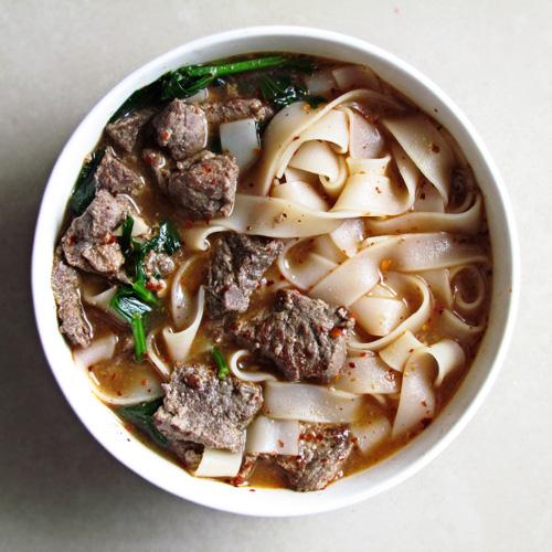 soupe de nouille avec viande marinée