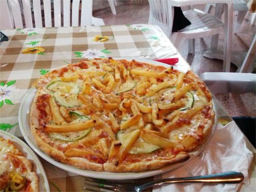 pizza aux frites à malte