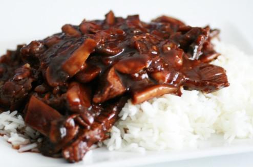 boeuf mariné aux champignons et riz