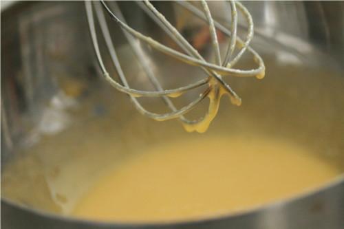 mélange oeuf et sucre blanc