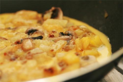 omelette pomme de terre, oignon, champignon