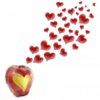 pomme avec des coeurs